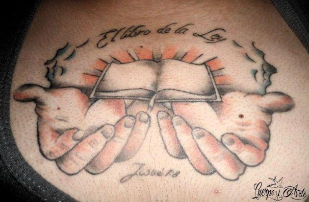 Tatuajes-cristianos-y-su-tatuaje-de-la-Biblia-1